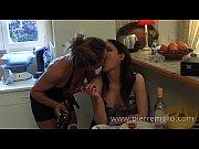 Picture Lesbiennes francaises jouent avec un strap-o...