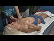 Novinha foi fazer massagem e levou rola