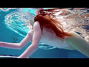 Picture Redhead Simonna showing her body underwater