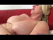 Picture British milf Tori loves her easy access pant...