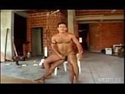 Brasileiros gays transando em uma obra
