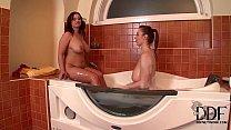 LaTaya Roxx & Sirale Soap Their Jumbo Titties Up In The Tub