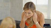 Broer neukt zijn geile zussen tijdens incest groepsseks feestje