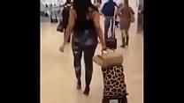 choha maroc big AsS صاحبة اجمل مؤخرة بالعالم تتجول في المطار دبي - YouTube [360p]