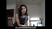 カテゴリー:若妻,人妻,熟女 名前:---- タイトル:オフィススーツでゴージャスな日本のMILFは乗って登る前に巨根を吸います