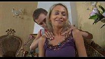 Grijze oma word hard geneukt door haar kleinzoon zijn grote lul