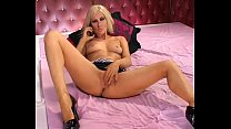 Sexy blonde phonesex girl showing pussy