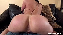 Big Booty MILF Kendra Lust on Her Kness For Som...