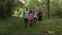 amigas sus con pastal el en follando terminan pero paseo de bosque un recorren Universitarios