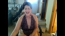 Old sag tittie butt slut enjoys singing on cam ...