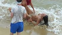 mulheres nuas na praia em albufeira (praia do peneco)