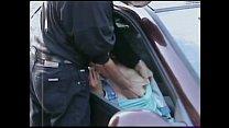 il filme sa femme qui baise avec son amant dans la voiture
