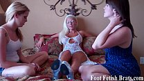 Stripper gets her feet pampered by her roommate