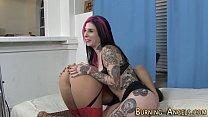 Goth whore licks pussy