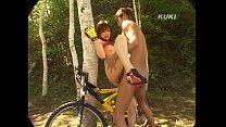 หนุ่มสาวปั่นจักรยานเกิดอาการเงี่ยนแก้ผ้าเย็ดกันกลางป่าเลย