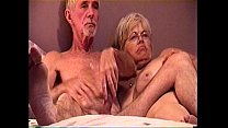 JACKING ME OFF ON THE BED THEN I FUCK HER SHE S...