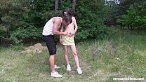 jovem safadinha dando na floresta