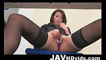 Hojo Maki toying her pussy during an office meeting