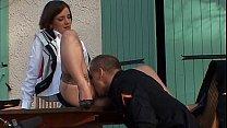 Une hôtesse de l'air se fait baiser par son com...