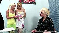 สองสาวมาสมัครงาน โดนเจ้านายสาวพาเสียวขึ้นสวรรค์เลย