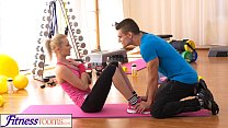 FitnessRooms Bendy Blonde Bends Over for her Pe...