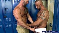 Mature muscles assfucking in lockerroom
