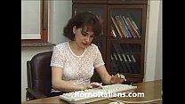 Moglie infedele scopa in ufficio - Cheating wife fucks in the office - Italian