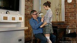 Filha seduziu o seu pai para uma boa transa