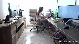 Transando com secretaria no escritorio