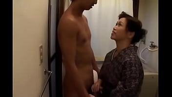 Уговаривает жену на секс на камеру