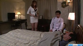 คลิ๊ปโป๊ หนังx หนังอาร์ญี่ปุ่น เห็นหมอหล่อเป็นไม่ได้ แอบผัวตัวเองเย็ดกันหมอชายในบ้าน เสียวสุดตีน