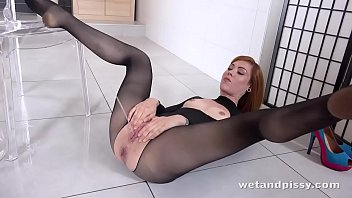 Wtf - hot redhead showers in her ow..