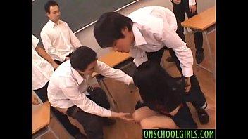 หนังเอ๊ก หนังโป๊ญี่ปุ่นถ่ายกันจริงเย็ดจริงในห้องเรียน AV VIDEOS กลุ่มชายโฉดระดมขยี้เม็ดหีจนต้องถ่างขายอมให้เอาสด