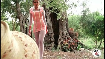 Xxx Porno Julia follando en el campo - sexy teen fucking outdoor