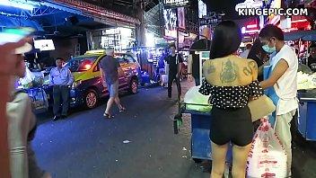 หนังเอ๊ก หนังxxx สาวไทยหุ่นอวบอัดน่าเย็ดมากๆยืนขายบริการอยู่ที่หน้าเซเว่น