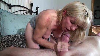 Mãe e filho transando bem gostoso