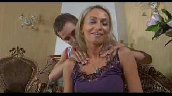 Порно с зрелыми тетями молодых парней