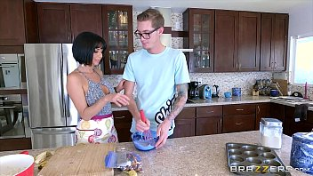 Brazzers - milf veronica avluv gets some young ...