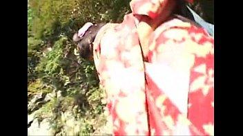 คลิปx เกอิชา xxx เย็ดหีนางโลมสาวญี่ปุ่นบนโขดหินริมน้ำตก โสเภณียุคโบราณแบบนี้ใครๆก็อยากลอง ไม่แตกในเป็นไปไม่ได้ สาวอวบอึ๋ม