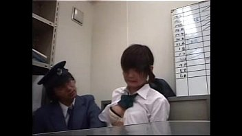 女子校生キセル乗車した美少女JK事務所連れ込み痴漢しちゃってる駅員