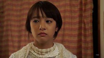 หนังโป๊ หนุ่มหื่นเมาแล้วเงี่ยนจับเมียสาวแสนสวยหุ่นน่าเย็ดของเพื่อนเลียหีก่อนกระแทกเย็ด