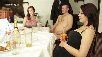คลิ๊ปโป๊ คลิ๊ปโป๊ สาวใหญ่ชวนเพื่อนมาจัดปาร์ตี้เซ็กส์กันที่บ้าน อยากเย็ดใครก็เลือกเอาได้เลย