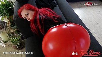 Rdečelasa punca z veliko ritjo dobiva spermo po svojem telesu