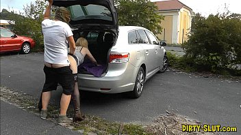 Young dogging wife fucked by lots o..