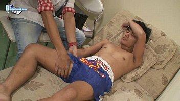 หนังเอ๊ก เกย์ไทย หนุ่มนักมวยโดนคุณหมอบุกมาเล่นเสียวถึงห้องพักนักกีฬา