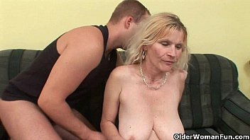 Older mom with big tits and hairy p..