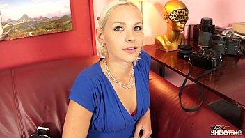 Blonda Fututa De Un Sef La Interviu