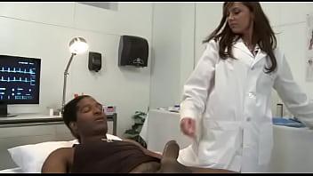 คลิปxฟรี หมอสาวเจอคนไข้ควยยาวแบบนี้ต้องวัดไข่หน่อย ไข่ร้อนหรือป่าว