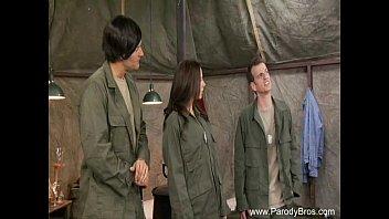 คลิ๊ปเสียว หนังโป๊ หนังโป๊แนวตลกๆ นายทหารอเมริกา ซื้อตัวกระหรี่สาวจีนมาเย็ดหีที่ค่ายทหาร เป็นงาน หีเนียน เย็ดแตกใส่หน้าคาปาก สหรัฐอเมริกา