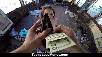 Iubeste Banii Si Se Fute Intr-Un Loc Parasit Dupa Ce I Se Ofera Cash